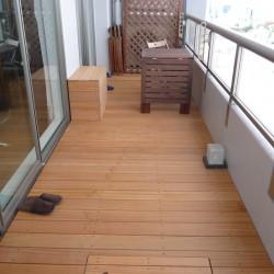お部屋の床とデッキを同じような高さにすると出入りがとても楽になります